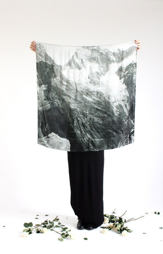 SALE / LAST ONE light as a feather: mountain silk scarf