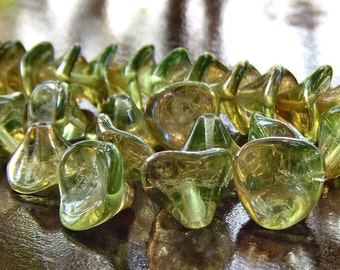 Three Petal Czech Glass Bead Chrysolite Celsian Flower : 12 pc