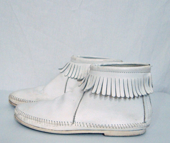 Vintage White Leather Fringed Moccasin Ankle Boots Sz 9
