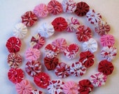 Valentine Garland Banner Bunting Miniature YoYo Quilt Vintage Feather Christmas Table Party Tree Peppermint Trim Dollhouse 2' Yo Penny Rug