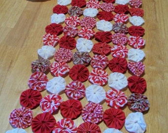YoYo Table Runner Primitive Peppermint Christmas White Red Folk Art Rustic Prim Cabin Candle Mat Yo Quilt Fabric