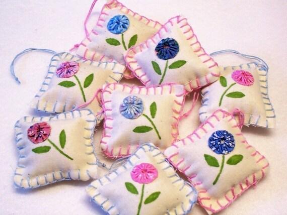 6 Feedsack YoYo Flower Penny Rug Quilt Yo Fabric Kawaii Easter Tree Ornament Handmade Hang Tags Spring FIRST FOR WOMEN MAGAZINE