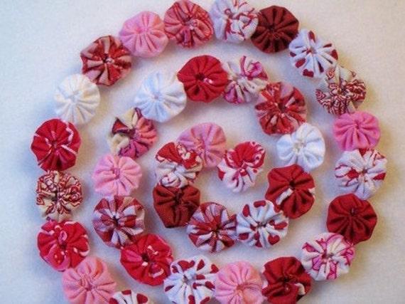 Valentine Garland Banner Bunting Miniature Yoyo Quilt Vintage
