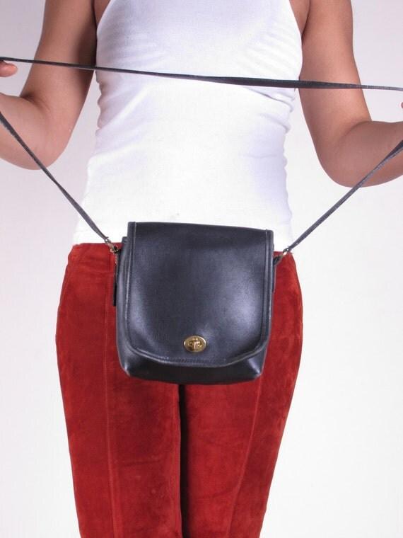 Vintage Authentic Coach Black Small Shoulder Strap Cross Body Bag Purse