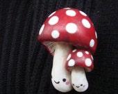 2 Happy Mushrooms pin