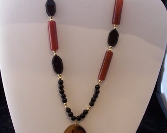 Agate and Glass Necklace with Pendant (319)