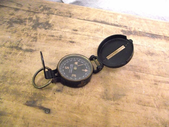 Wonderful Vintage folding Pocket Compass metal