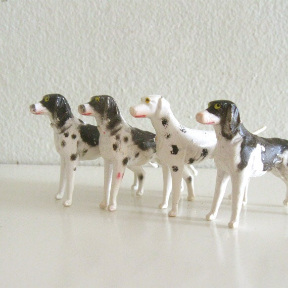 4 Vintage Miniature Dog Figurines Plastic Foxhounds
