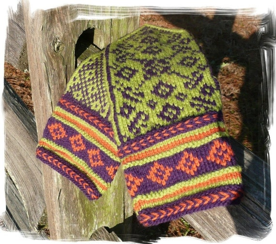 Folklore Mittens PATTERN offered in 2 languages, English and Norwegian text