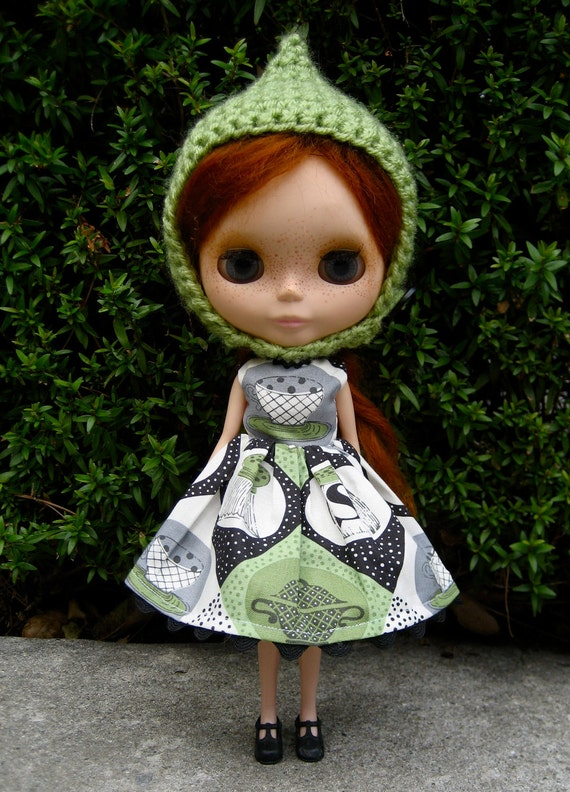 Vintage Kitchen Party Dress and Pixie Helmet for Blythe