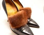 Absolutely FANTASTIC Herbert Levine stilettos size 7 pointed toe MINK trim black leather Vixen Bombshell Pin Up