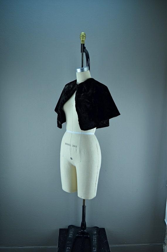 Black Victorian capelet velvet Antique Early gothic shawl Steampunk cape wrap
