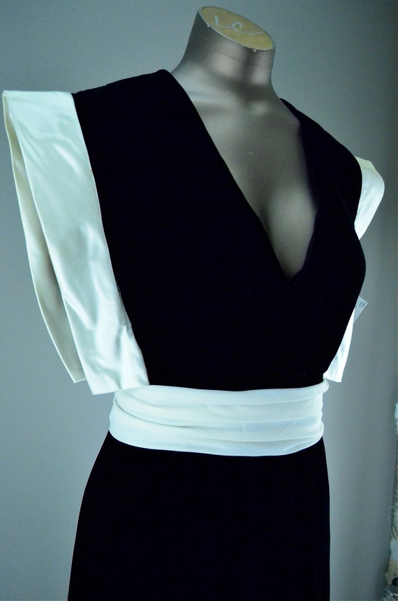 Unusual 1980s cocktail dress size medium black velvet and ivory satin Unique Plunging Runway glamourous