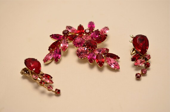 1950s rhinestone set  Vintage costume jewelry  Demi Parure 50s red and pink brooch and earrings