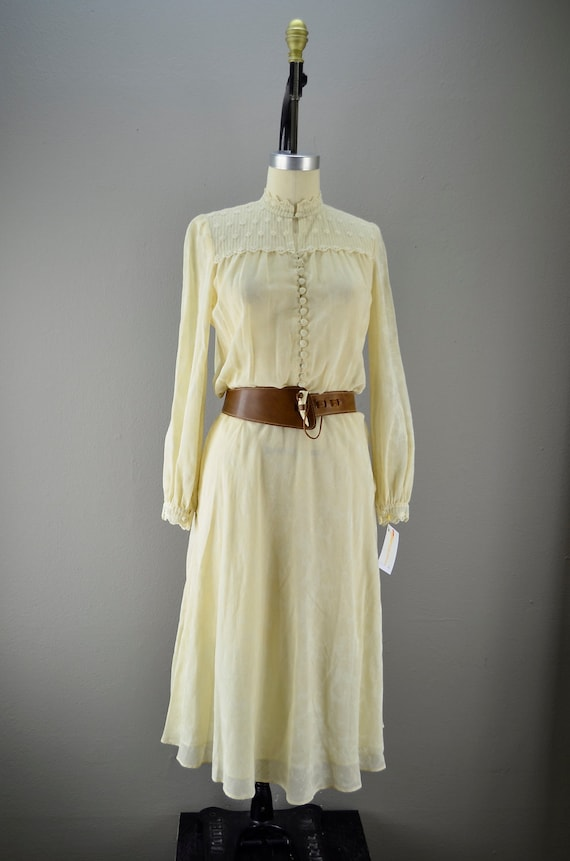 Late 70s cream cotton dress size medium button front Bohemian lace 1970s csaual day floral