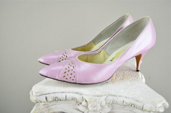 1950s lilac pumps  Vintage 50s heels  Mad Men shoes purple Size 7 1/2 8 Mr Thom kitten pastel