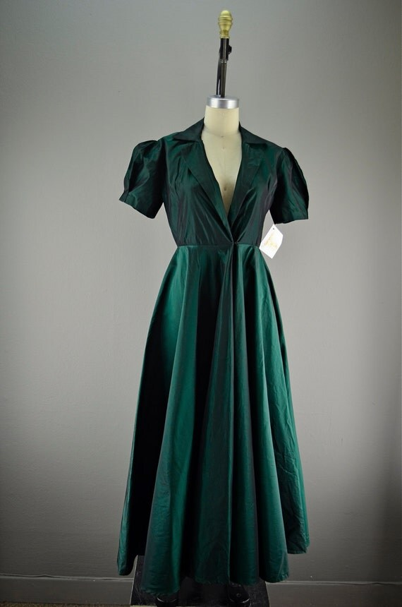 Stunning 1940s dressing gown size small medium 40s shark skin taffeta Emerald green Hollywood Glamour