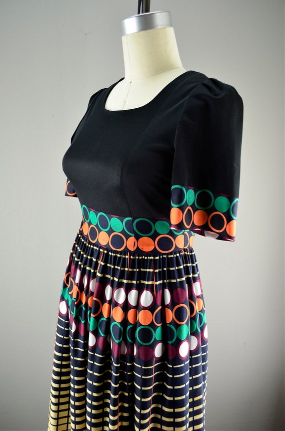Fabulous maxi dress size small Retro print full skirt Puff shoulders vintage full length hostess