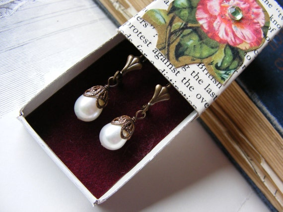 Vintage Style Pearl Earrings and Matchbox Giftbox Womens Jewelry