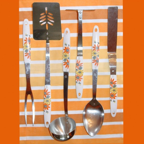 Vintage Daisy Ecko Kitchen Utensil Set