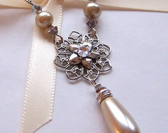 Bridal Necklace, Vintage Inspired Jewelry, Silver Pendant Necklace, Custom Pearl, Bridal Jewelry, Flower Jewelry, Bridesmaid Gift