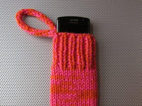knit gadget cozy (hot pink & orange)