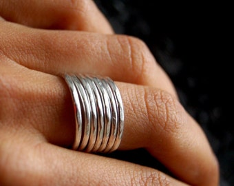 Minimaliste. Silver hammered band. ONE Minimalist ring