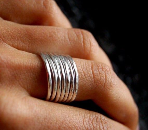 Minimaliste. Silver hammered band. ONE Minimalist ring