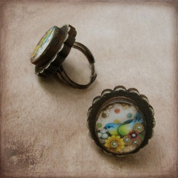 Treasure Bird Wooden Cameo Ring (Facing West)