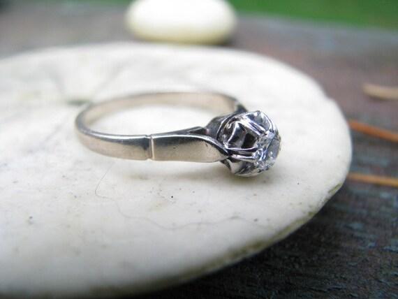 Elegant Art Deco 18K Gold .25 carat Diamond Solitaire Ring, Beautiful Clean Diamond