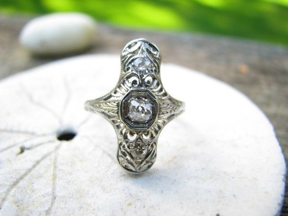 Graceful Edwardian to Art Deco 18K Gold Diamond Filigree Ring with Old Mine Cut Diamonds and Old Box