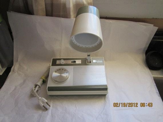 Vintage Rare  Ovitron AM Transistor Radio and Desk Light All In one