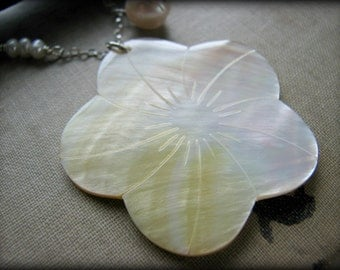 Large White Hibiscus Flower Necklace - Shell Mother of Pearl Aloha Hawaii Hula - Gift  Mother's Day Girlfriend Wife Daughter Best Friend