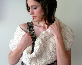 CONFECTION COWL - cream cozy wooly knit circle scarf cowl