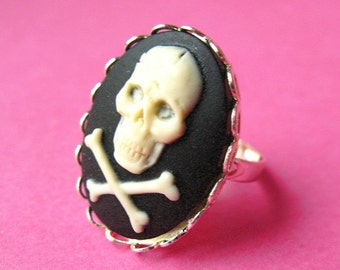 Gothic Skull Cameo Ring - White and Black Vintage Style Adjustable Ring