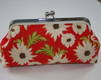 ModDot Clutch in Red Daisies