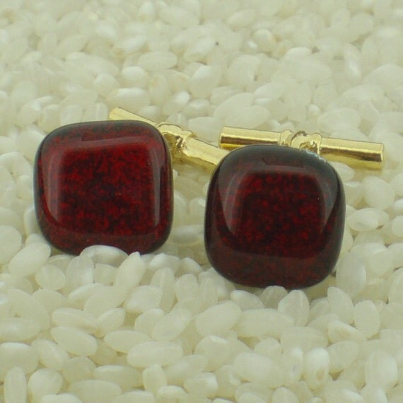 DICHROIC GLASS CUFFLINKS .. BLOOD RED .. GOLD CHAIN LINK FITTINGS...