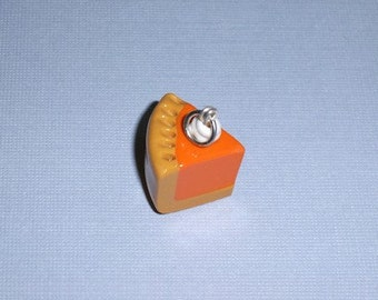 Slice of pumpkin pie Charm, pumpkin pie Pendant, polymer clay pumpkin pie, pumpkin pie, polymer clay pie, polymer clay charm, pumpkin clay