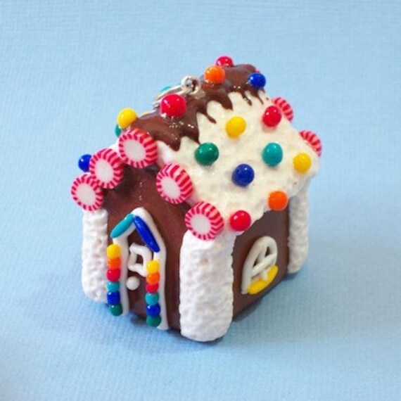 Sweet Gingerbread House Charm / Pendant (polymer clay)
