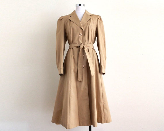 Vintage 1980s Stunning Light Tan Princess Cut Long Trench Coat with Waist Tie sz Medium