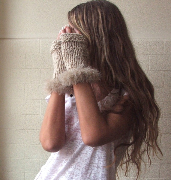 Faux fur and alpaca blend romantic gloves