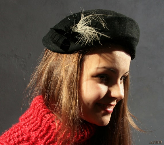 Vintage 50s Hat / Cocktail Hat with Feathers
