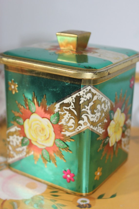 Stunning Vintage Baret Ware Green Tin with Yellow Roses