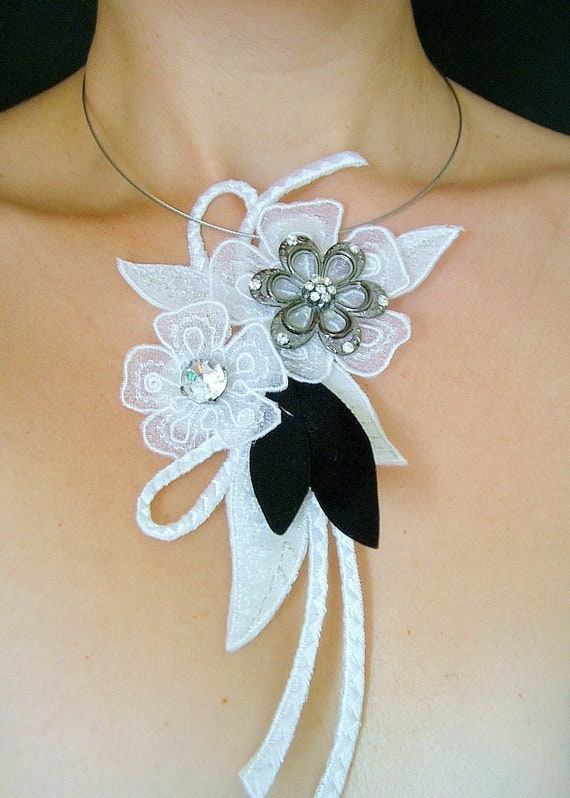 Embroidered flower necklace with a hint of sparkle
