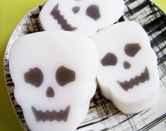 Skeleton Soap - Halloween Soap, Skull Soap, Spooky Soap, Soap Favors, Trick or Treat, Kids Soap, Gag Gift, Bones Soap, The Walking Dead