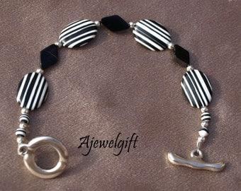 Black and White Striped Bracelet 10-001