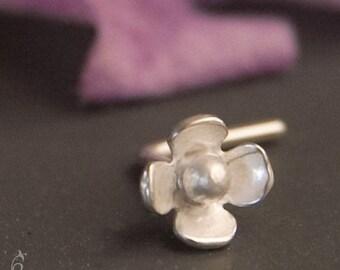 20g Flower Nose Stud - Sterling silver flower L shaped 20 gauge nose ring