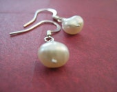 Moon and Star - Simple White Pearl Earrings