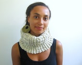 Simple Handknit Unisex Cowl in Textured Ivory