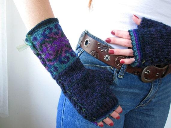 Cozy Handknit Purple and Teal Fair Isle Teal Gauntlets. Wool Gloves.